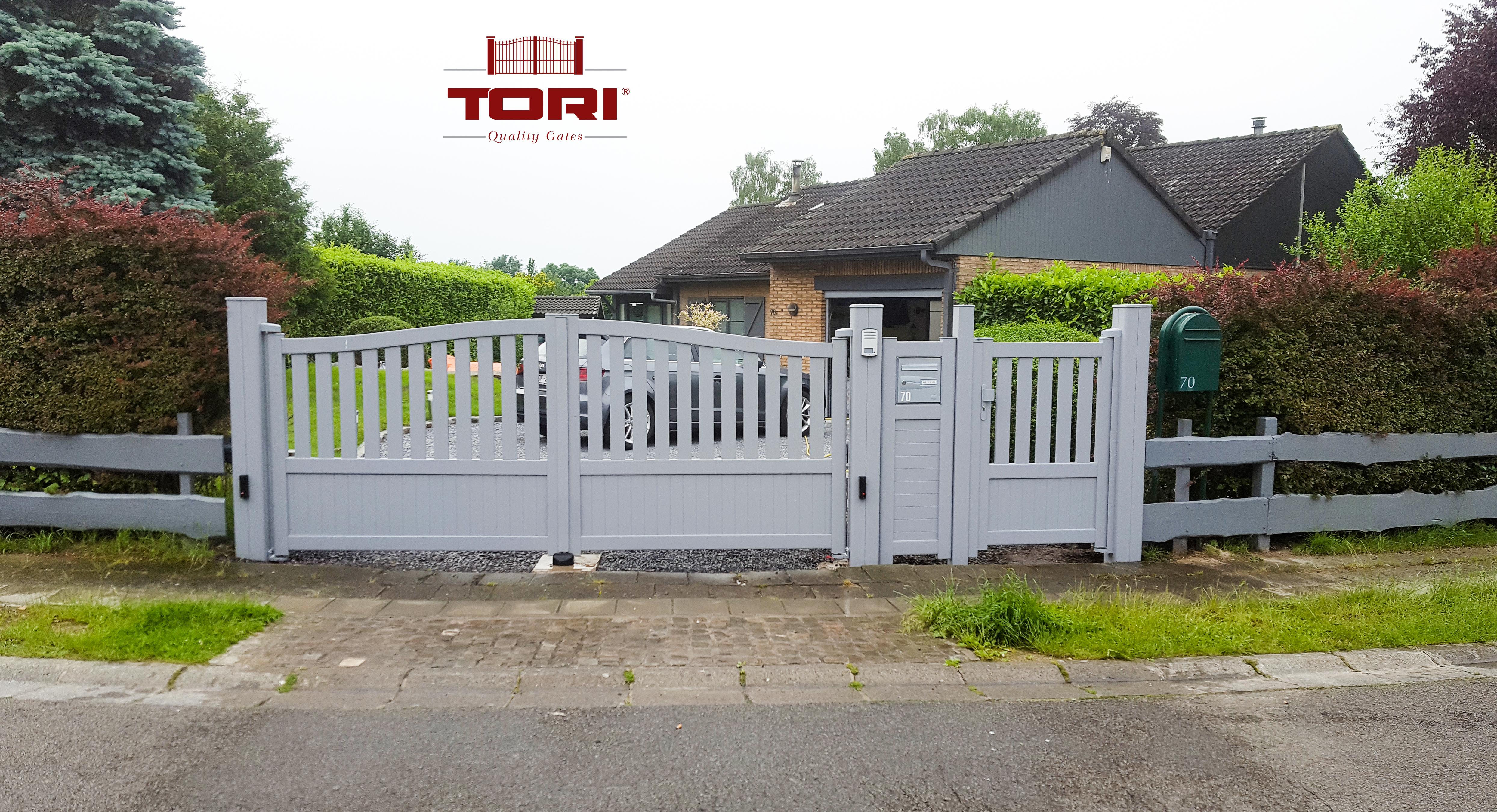 Portail aluminium double ouvrant tori portails for Portail aluminium ouvrant