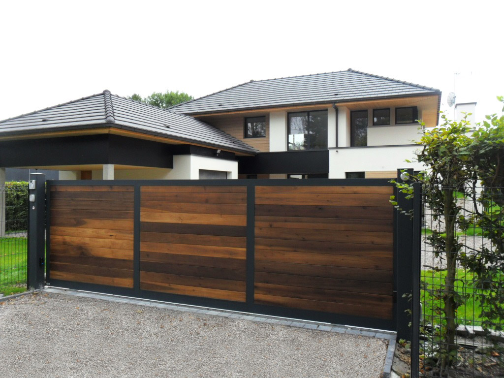 portail bois avec cadre en aluminium kyro tori portails. Black Bedroom Furniture Sets. Home Design Ideas