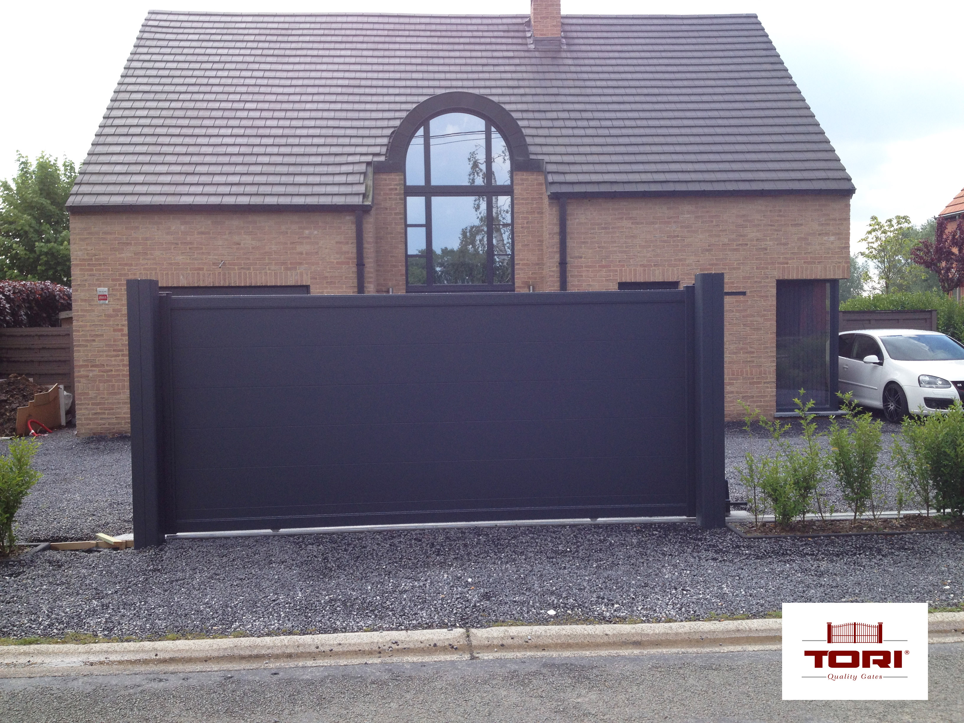 portail coulissant aluminium karantan tori portails. Black Bedroom Furniture Sets. Home Design Ideas