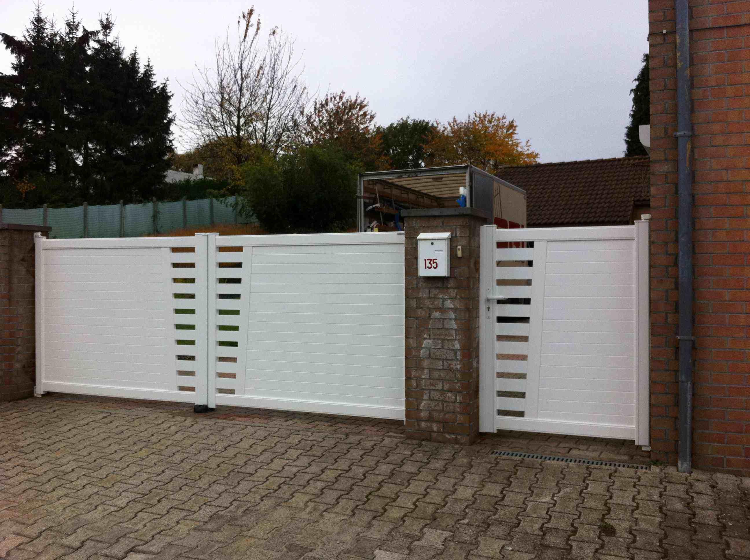 Portail kestenn et portillon aluminium tori portails for Portail et portillon