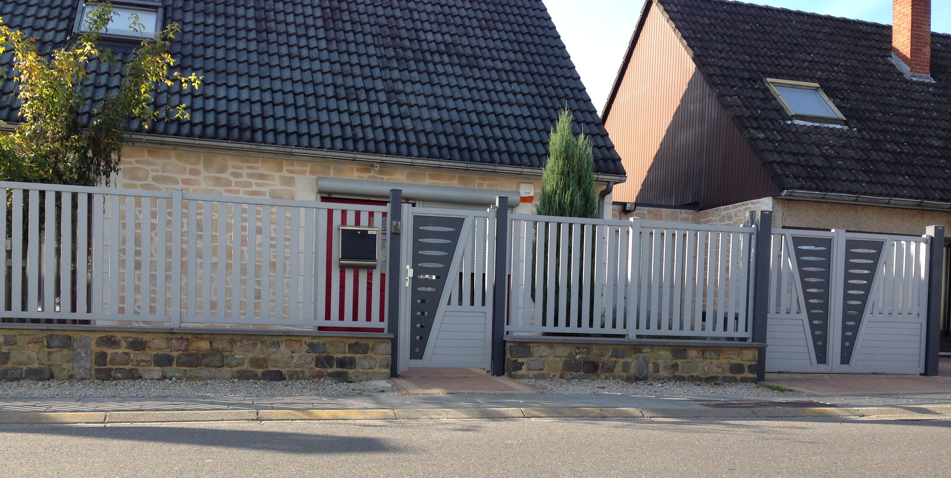 portail moderne tori portails. Black Bedroom Furniture Sets. Home Design Ideas